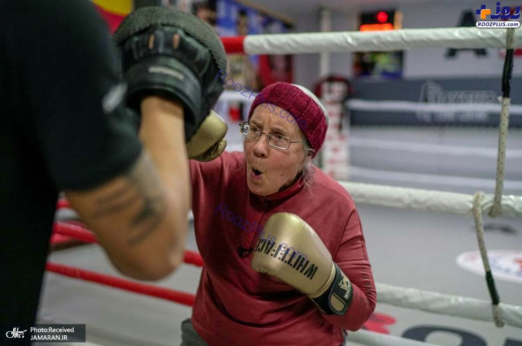 زن 75 ساله در حال تمرین ورزش بوکس +عکس