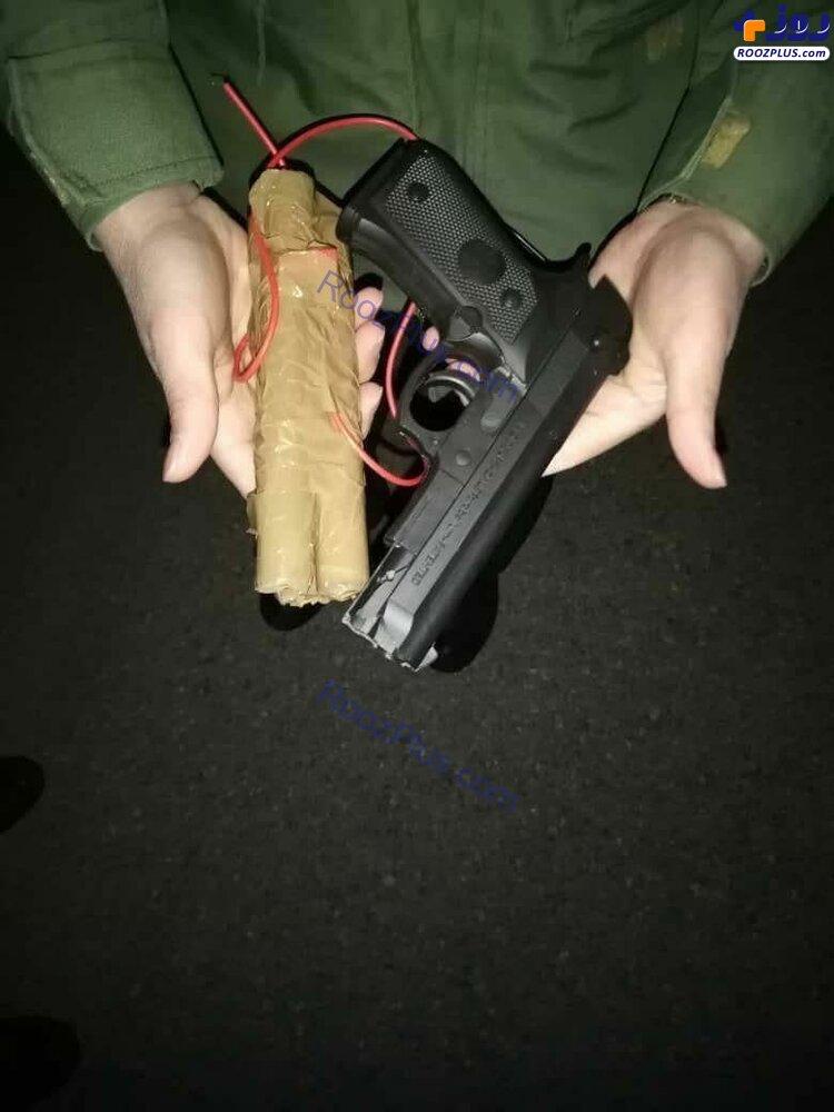 اسلحه پلاستیکی و بمب چوبی هواپیما رُبای پرواز اهواز - مشهد+عکس