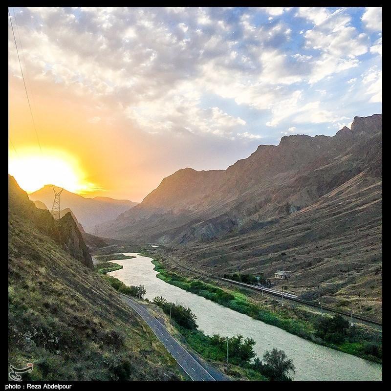 غروب زیبای آفتاب در منطقه مرزی رودخانه ارس + عکس