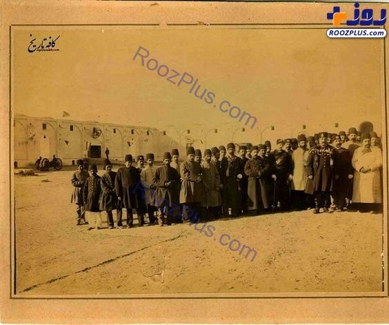بازدید ناصرالدینشاه و ولیعهدش از میدان مشق تهران+عکس