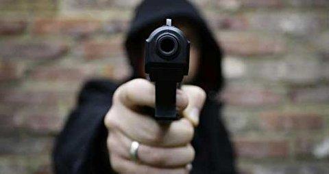سرقت مسلحانه از خبرنگار هنگام پخش زنده!
