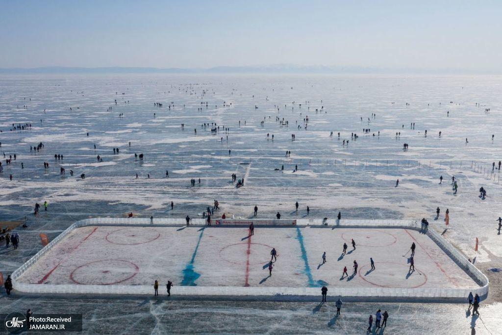 پیست هاکی بر روی دریاچه یخ زده + عکس