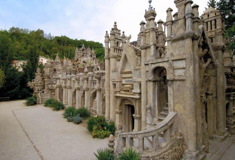 یک پستچی عادی ظرف ۳۰ سال این قلعه زیبا را ساخت