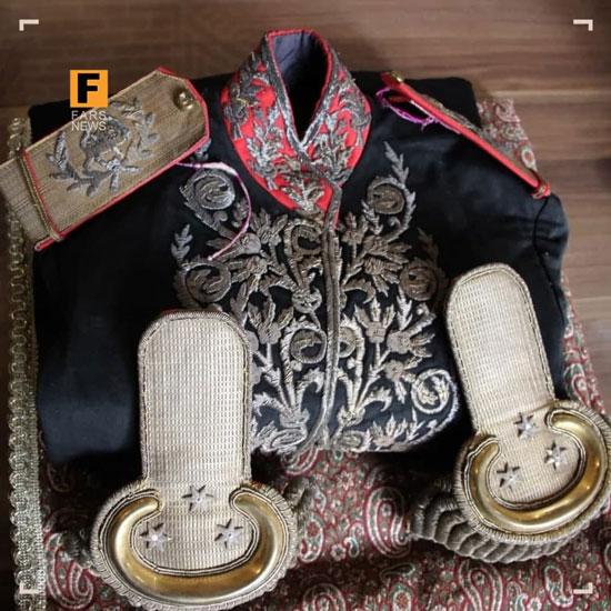 اهدا لباس سرتیپیِ ۱۱۶ساله به موزه قاجار تبریز+عکس