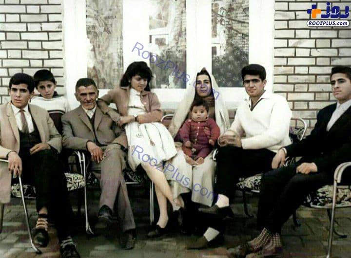 عکسی قدیمی از استاد شجریان به همراه خانواده