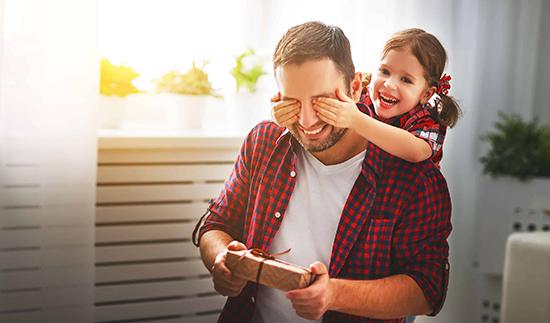 روز پدر چه کم از روز مادر دارد؟ کادو بخرید