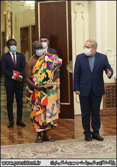 پوشش متفاوت سفیر جدید غنا در دیدار با روحانی+عکس