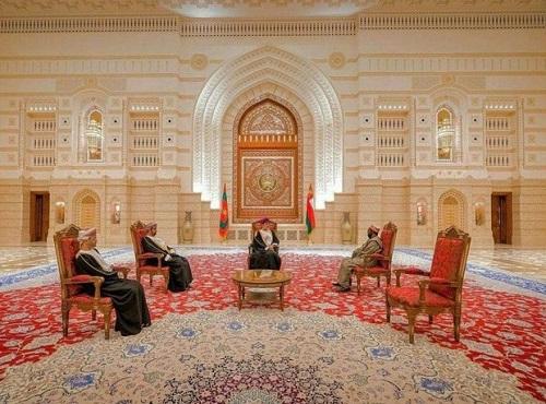 عکسی از فرش ایرانی در کاخ اصلی سلطان عمان