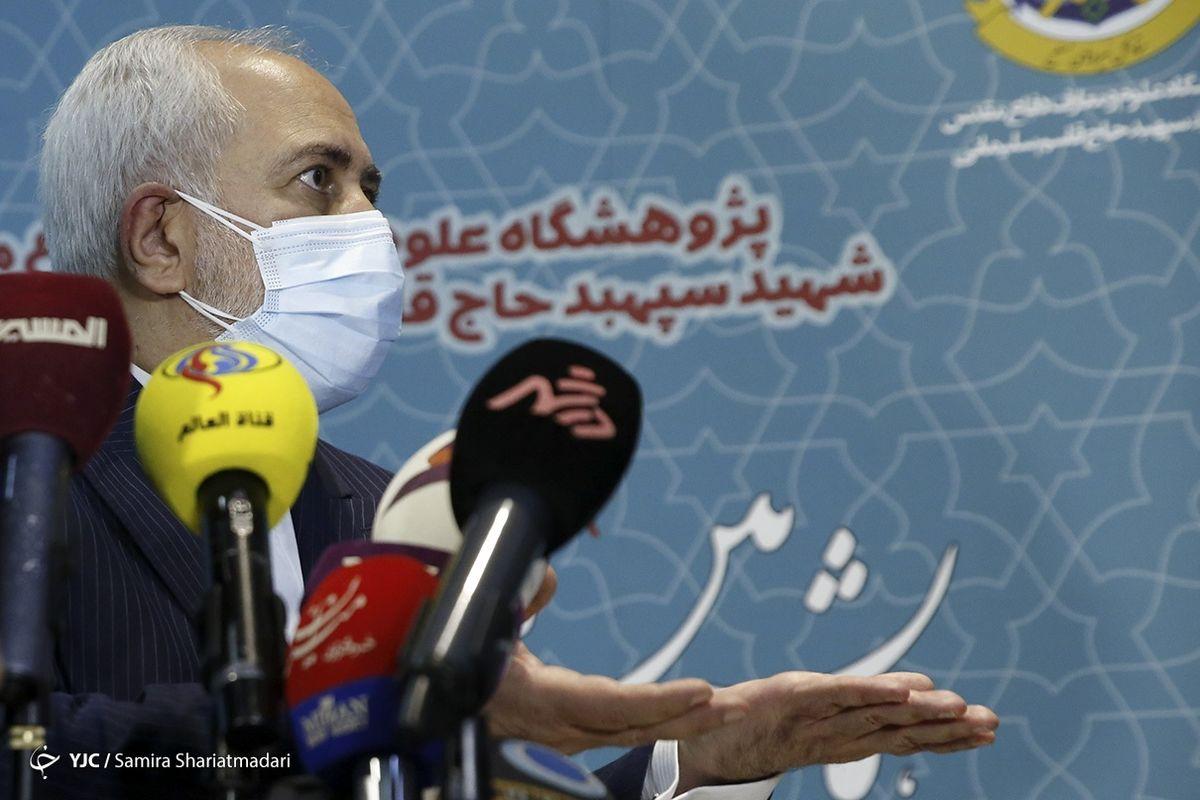 ماسک زدن متفاوت ظریف در کنفرانس خبری +عکس