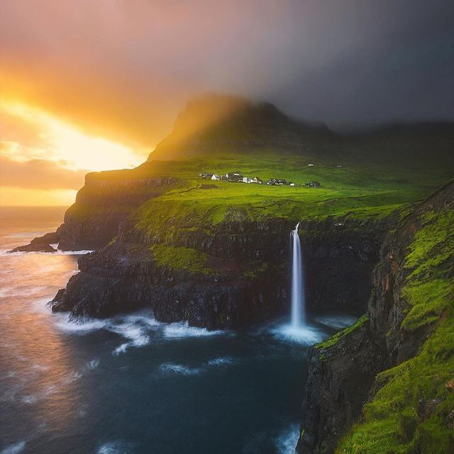 طبیعت مه گرفته و رویایی ایسلند + عکس