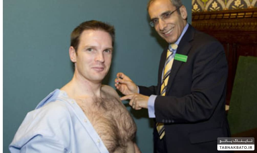 چرا مردان برای گرفتن سلفی در موقع واکسن زدن لخت میشوند؟