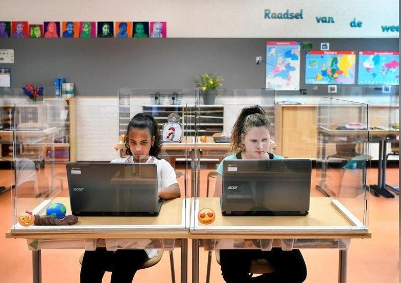 بازگشایی مدارس هلند با حفاظهای پلاستیکی +تصاویر