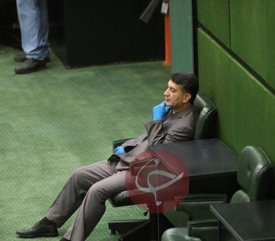 تصویرِ نماینده محکوم به حبس در صحن مجلس