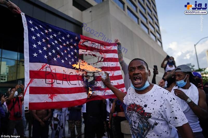 آتش زدن پرچم آمریکا داخل خاک آمریکا+عکس