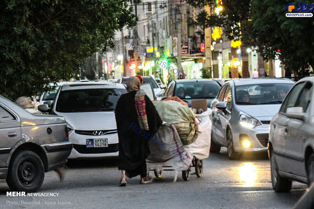 زباله گردی یک زن در خیابان های تهران+عکس