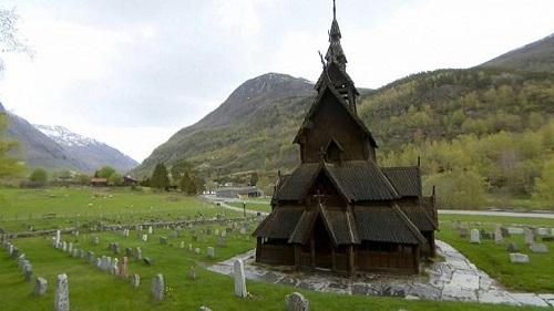 کلیساهایی که با وجود شیوع کرونا نباید تمیز شوند