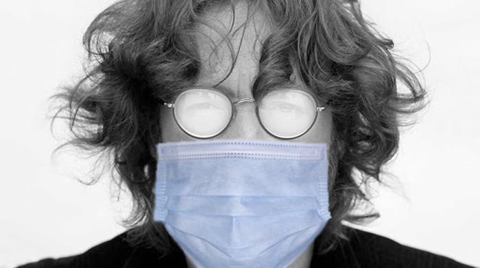 چکار کنیم عینکمان موقع پوشیدن ماسک بخار نکند؟