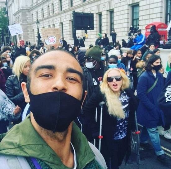 حضور مدونا در تظاهرات ضد نژادپرستی در لندن+عکس