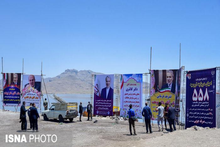 بنرهای استقبال از نوبخت در کنار دریاچه ارومیه خبرساز شد+عکس