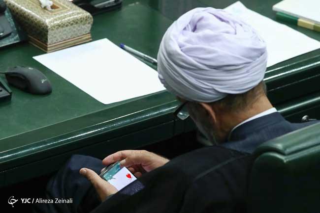 قلب فرستادن نماینده مجلس در صحن علنی+عکس