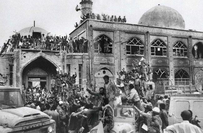 تصویری خاطرهانگیز از روزی که خرمشهر آزاد شد