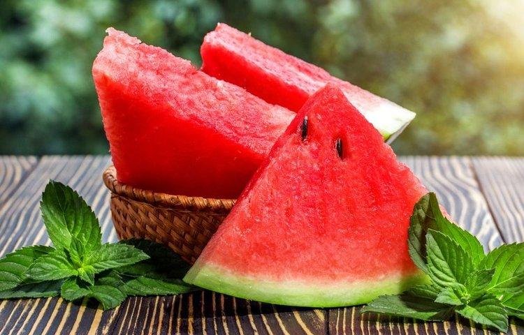 با این میوه تابستانی به جنگ کرونا بروید