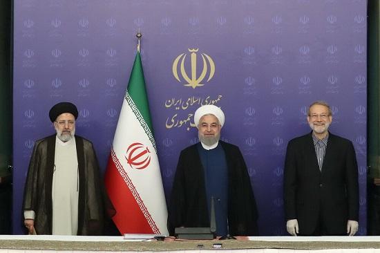 عکس یادگاری آخر لاریجانی با روحانی و رئیسی