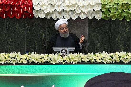 دو تصویر مقایسهای از حسن روحانی در مجلس