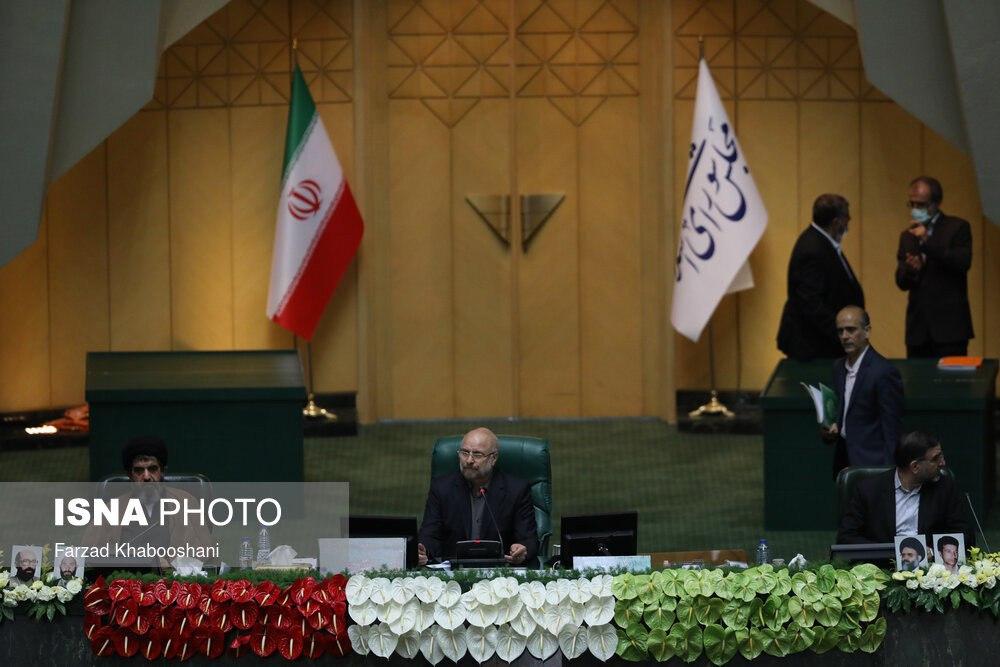 قالیباف پشت صندلی ریاست مجلس + عکس