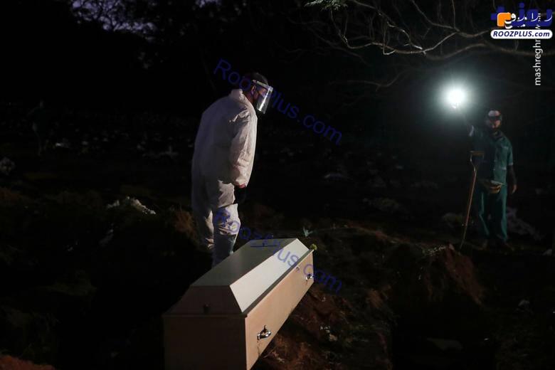 دفن شبانه فوتیهای کرونایی در گورستان شهر+عکس