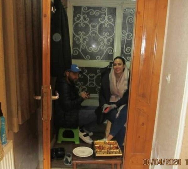 دیدار عجیب بازیگر ایرانی با پدر و مادرش در شرایط کرونایی +عکس