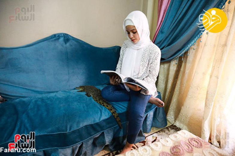 دختر ۱۵ ساله تمساح پرورش میدهد+عکس