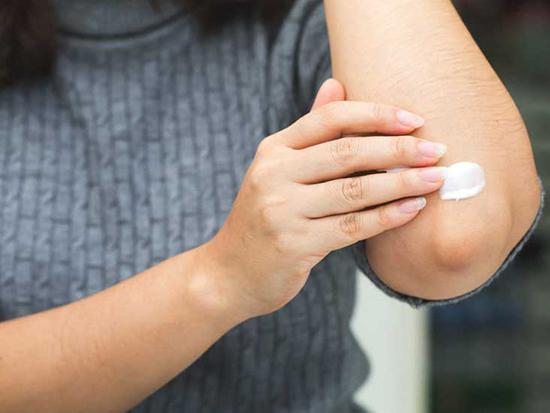 رفع تیرگی آرنج با روشهای خانگی