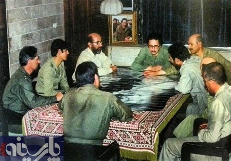 بنی صدر و شهید چمران در جلسه اتاق جنگ +عکس