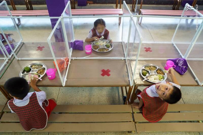 سالن غذاخوری دانش آموزان در دوران کرونا +عکس