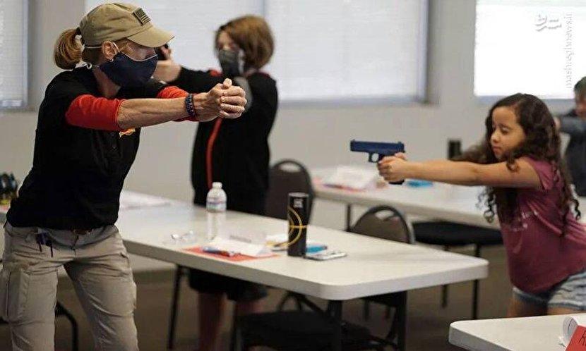 آموزش سلاح به دانشآموزان آمریکایی +عکس