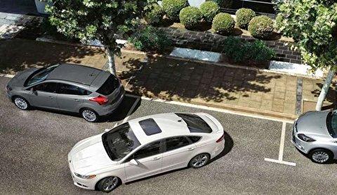 نحوه پارک کردن مجنون وار راننده یک خودرو