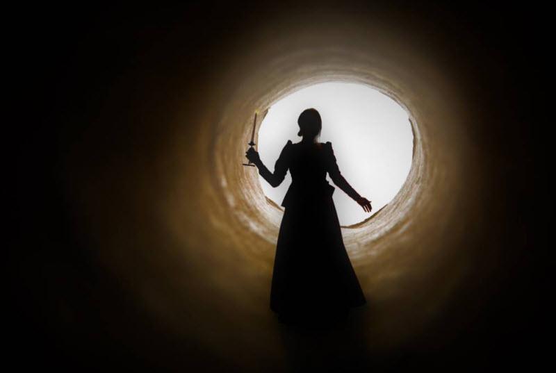چرا بعضی از زنها بهیادآوری گذشته را رها نمیکنند؟