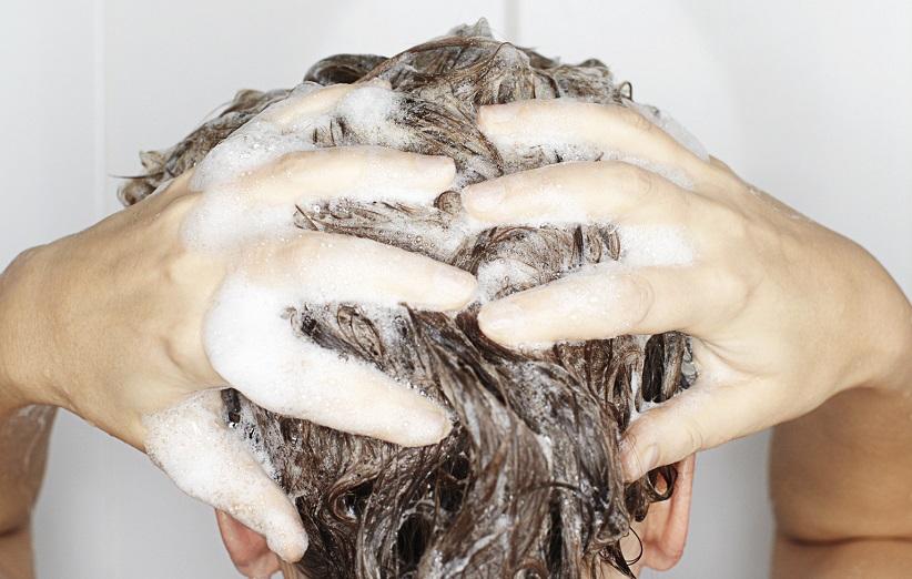 آیا شستشوی روزانه موها مضر است؟