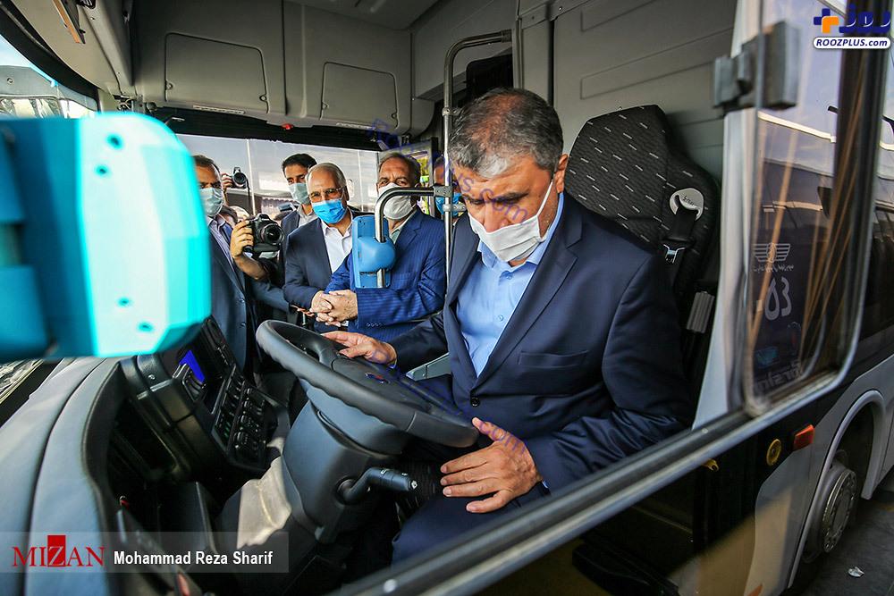 آقای وزیر در اتوبوس شرکت واحد +عکس