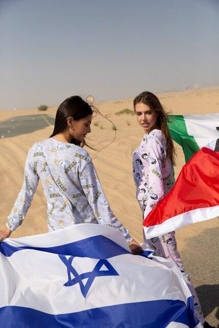 تبلیغ لباس توسط مدلینگ زن اسرائیلی در امارات+عکس