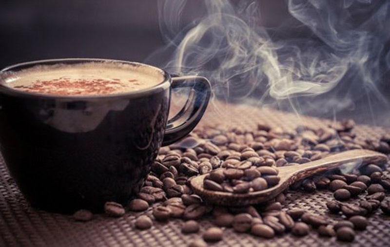 رابطه عجیب مصرف آب و قهوه بر سلامت روان