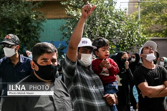 تجمع اعتراضی مقابل سازمان غذا و دارو+عکس