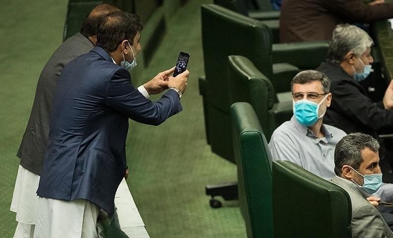 عکاسی نماینده مجلس از لبخند پشت ماسک + عکس