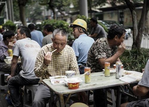 وضعیت زندگی با کرونا در شهر ووهان چین + عکس