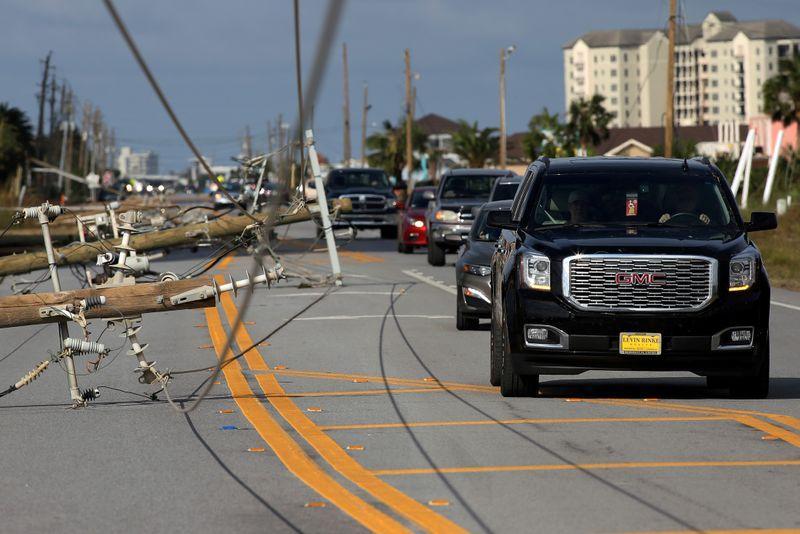 سقوط دکلهای برق در پی طوفان در آمریکا + عکس