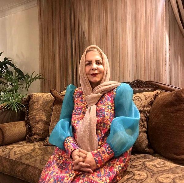 تیپ جالب بازیگر زن در خانه اش+عکس