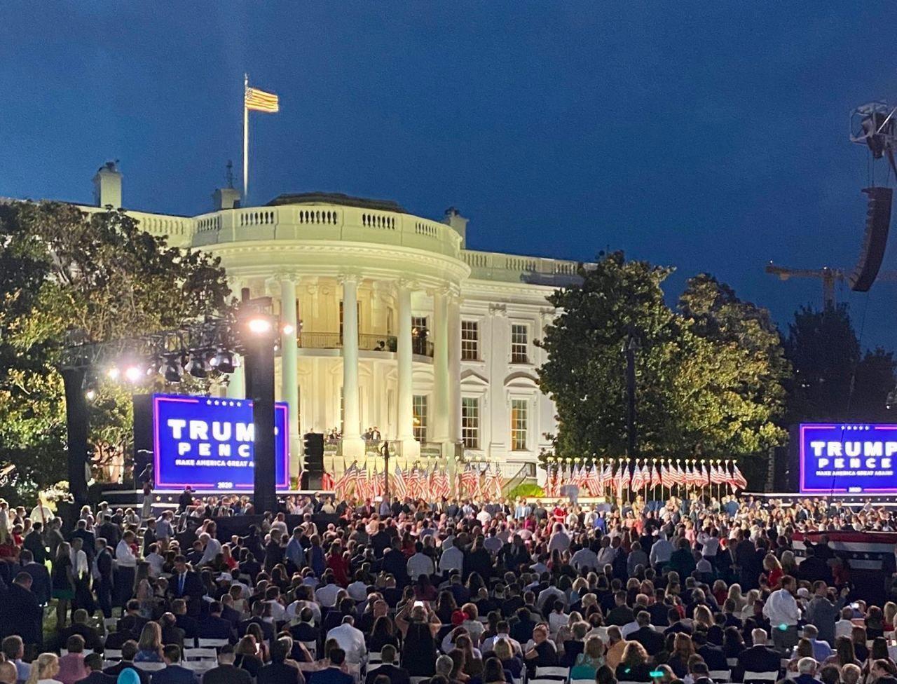سخنرانی انتخاباتی ترامپ بدون رعایت پروتکل بهداشتی + عکس