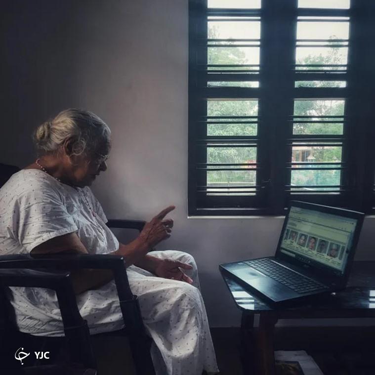 مهارت جالب مادربزرگ ۹۰ ساله در استفاده از لپ تاپ+عکس