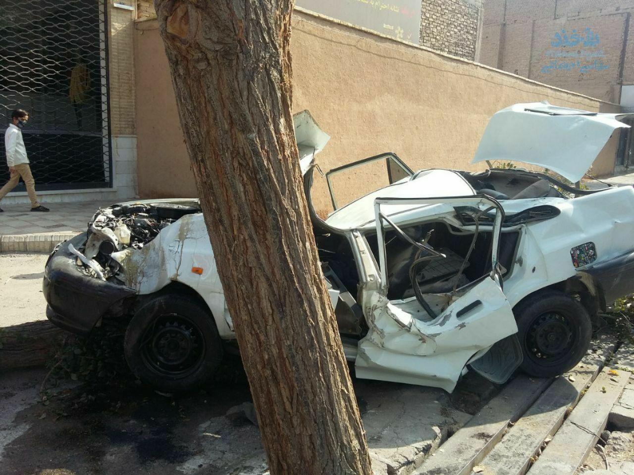 شکل عجیب پراید بعد از تصادف با یک درخت +عکس